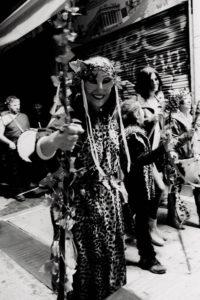 "Mænad på paraden ""Phallephoria-Phallagogia"" til ære for Dionysos. Athen 2017. (Bilde: Joakim Robert Hvid)"